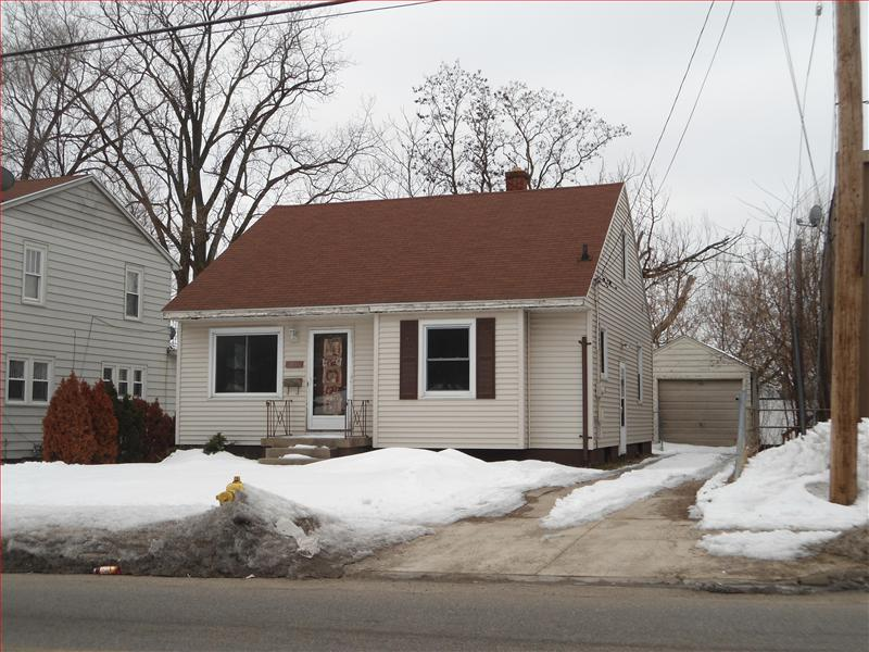 2017 Kalamazoo Se Whole House Grand Rapids Mi 49507 Near Alger Heights 3 Bedroom House With Private Fenced Backyard 1 Car Garage Large Dormer Bedroom